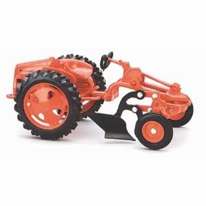 1/16 Scale Allis Challmers G with Plow