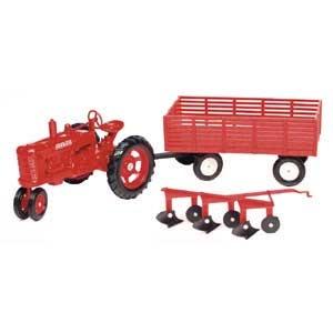 1:16 Farmall M Tractor Wagon & Plow Set