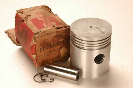 Pistons NEW OLD STOCK 61718R11