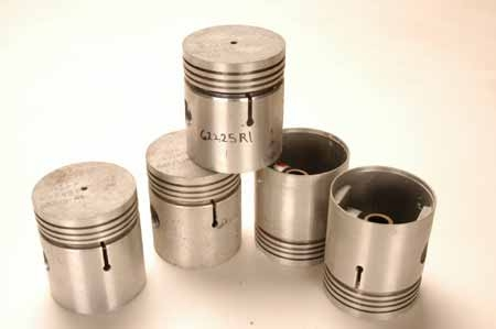 62225R1_Pistons NEW OLD STOCK
