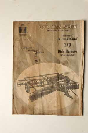 Operators manual International 370 disk harrow
